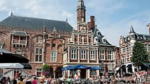 haarlem_grotemarkt(2)_1280x720 travel guide beach